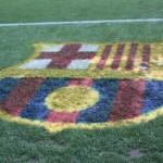 Herb FC Barcelona na murawie