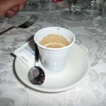 Espresso w plastikowym kubeczku