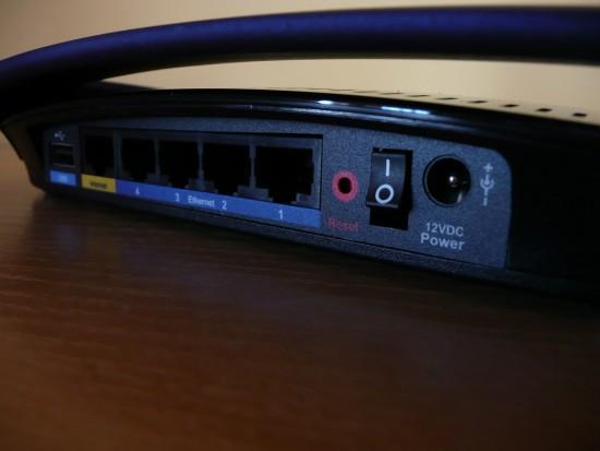 Linksys E3000 - porty z ty?u
