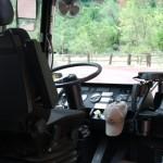 Wnętrze autobusu kursującego po parku