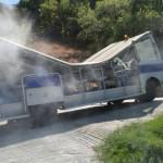 Autobusik wycieczkowy zniszczony przez T-Rexa :)