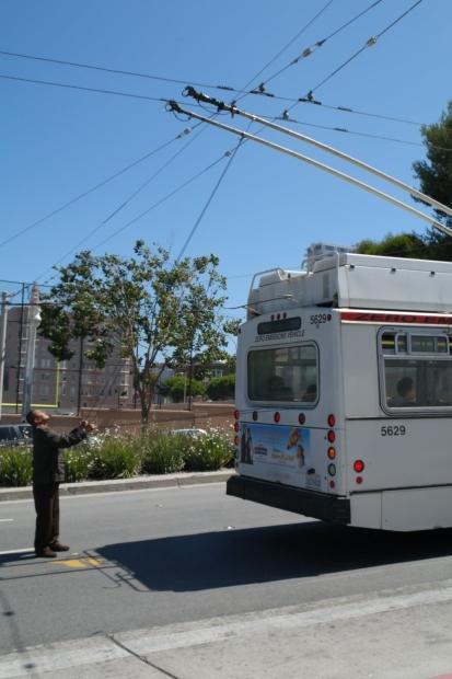 Trolejbus zerwany ze smyczy :)